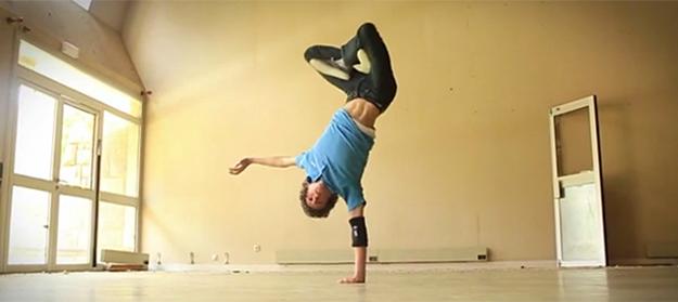 dancer-Arthur-Cadre-filmed-by-Alex-Yde-watch-Break-ton-Neck